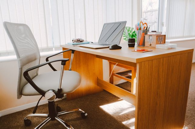 Czy fotel biurowy może wpływać na zdrowie? - Zdjęcie główne