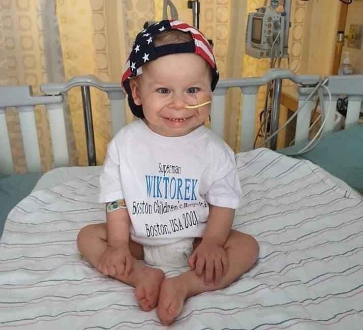 """Mały Wiktorek po operacji wraca do domu. Spełnił się """"American Dream""""  - Zdjęcie główne"""