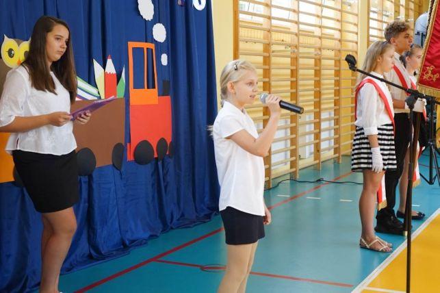 Uczniowie ze Szkoły Podstawowej w Kurnosie Drugim zainaugurowali rok szkolny - Zdjęcie główne