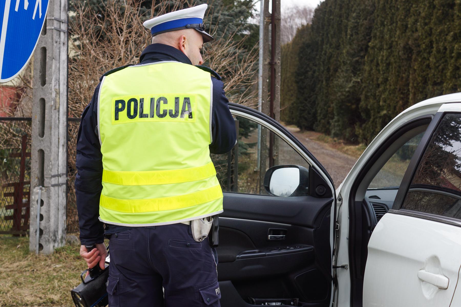 Wysiadł z auta na ulicy Kościuszki i ledwo stał na nogach. Kobieta wezwała policję - Zdjęcie główne