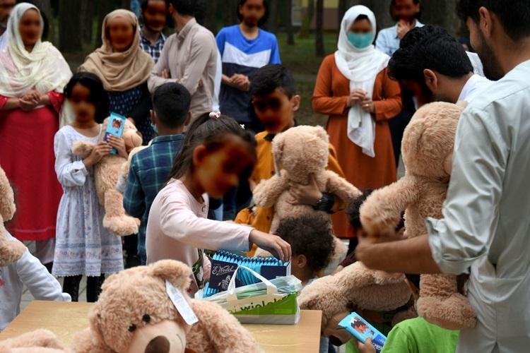 Uchodźcy z Afganistanu opuścili hotel pod Bełchatowem. Gdzie zostali przewiezieni? - Zdjęcie główne