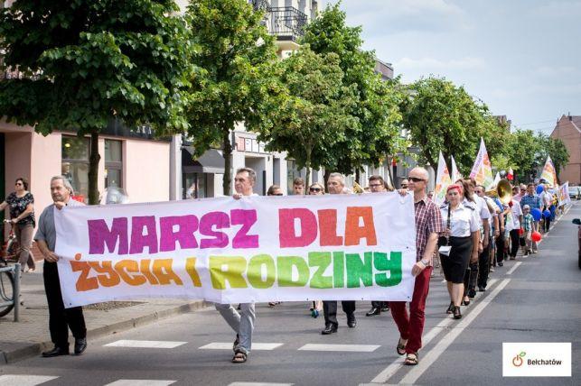 Marsz dla życia i rodziny przeszedł ulicami Bełchatowa. Dni Patrona Miasta zakończone festynem [FOTO] - Zdjęcie główne