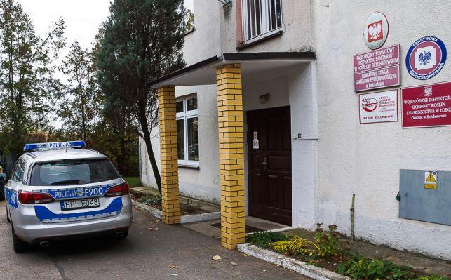 Pirotechnicy szukali bomby w bełchatowskim sanepidzie. Czy coś znaleźli? - Zdjęcie główne