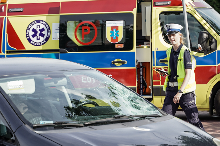 Rowerzysta potrącony na ulicy Czyżewskiego. Karetka pogotowia zabrała 14-latka do szpitala [FOTO] - Zdjęcie główne