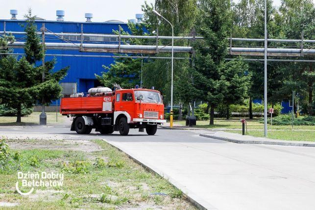 Pięćdziesięciu  strażaków w akcji w Sempertransie [FOTO][VIDEO] - Zdjęcie główne