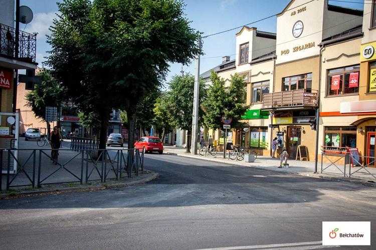 Prywatny inwestor błyskawicznie wyremontował ulicę w centrum. Droga już przejezdna - Zdjęcie główne