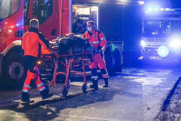 Pijany 33-latek wsiadł za kółko i roztrzaskał auto. Skończyło się fatalnie, połamał nogi - Zdjęcie główne