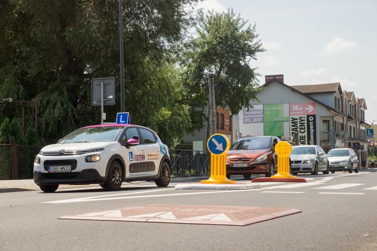 Kierowcy krytykują progi w centrum Bełchatowa. Magistrat... planuje kolejne - Zdjęcie główne