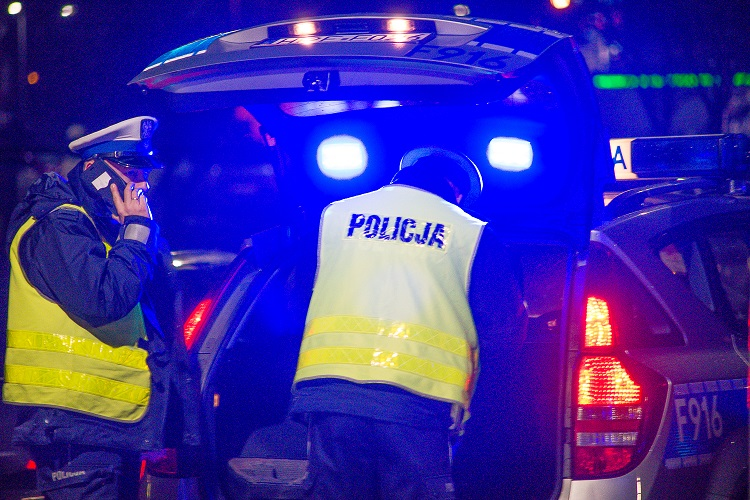 Pijany 67-latek z opla mógł spowodować wypadek. Kierowca ruszył za nim w pościg  - Zdjęcie główne