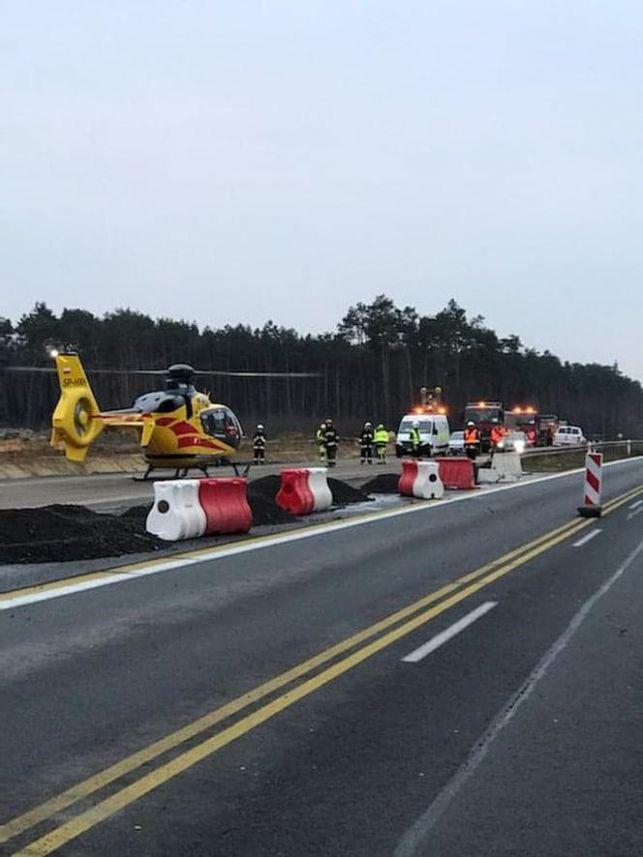 Śmigłowiec lądował na DK1. Kierowca TIR-a nie przeżył wypadku - Zdjęcie główne