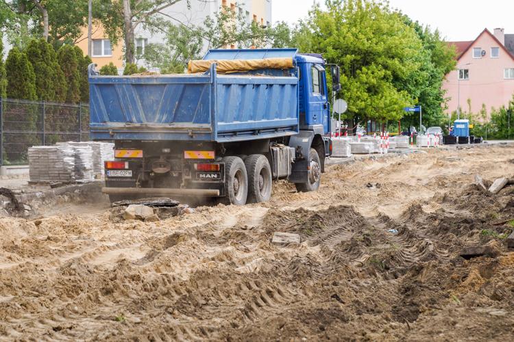 Wielki plac budowy w centrum Bełchatowa. Kilkusetmetrowy odcinek drogi zmieni oblicze [FOTO] - Zdjęcie główne