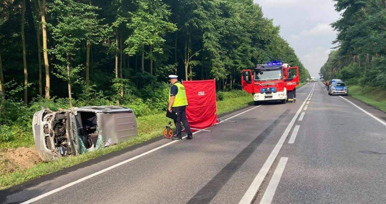 Tragiczny wypadek na DK74. Nie żyje 88-letni kierowca [FOTO] - Zdjęcie główne