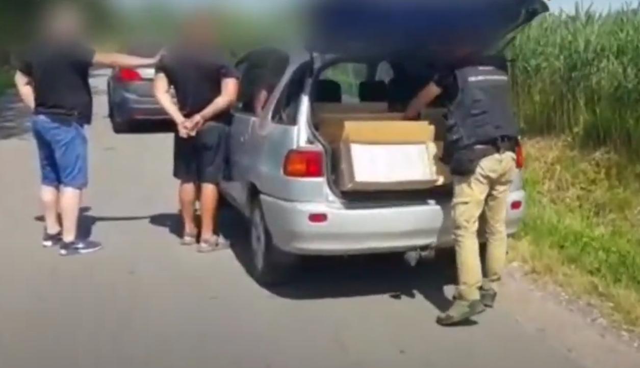 Akcja służb w okolicach Bełchatowa. Zatrzymali samochód obywatela Ukrainy, a w środku... [VIDEO] - Zdjęcie główne