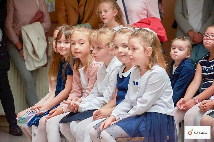 Uczniowie  wrócili do ławek. Dziś rozpoczął się nowy rok szkolny [FOTO] - Zdjęcie główne