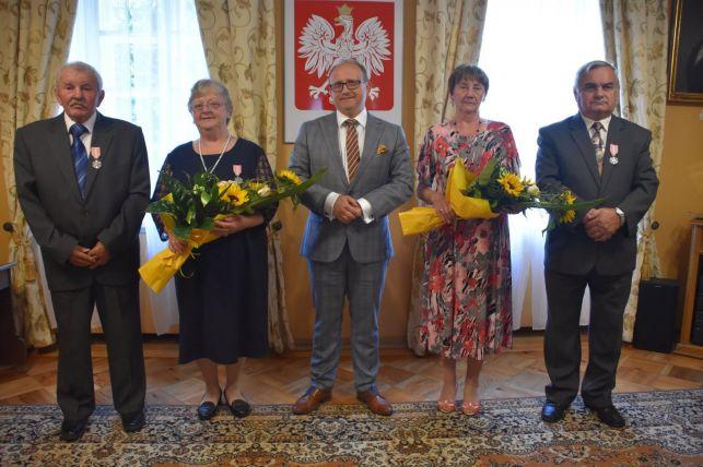 Złote gody w gminie Bełchatów. Małżeństwa odebrały medale Prezydenta RP [FOTO] - Zdjęcie główne