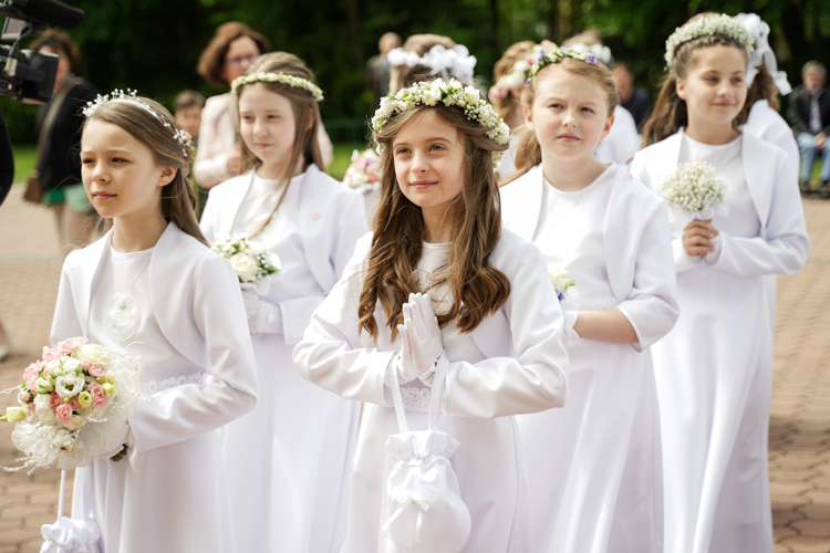 Pierwsza komunia święta w Bełchatowie. Uroczystości w kościele na osiedlu Binków [FOTO] - Zdjęcie główne