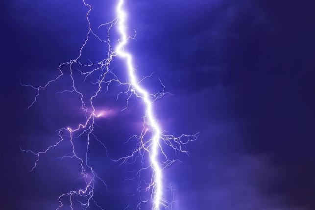 UWAGA! Nadchodzą burze - żółty alarm - Zdjęcie główne