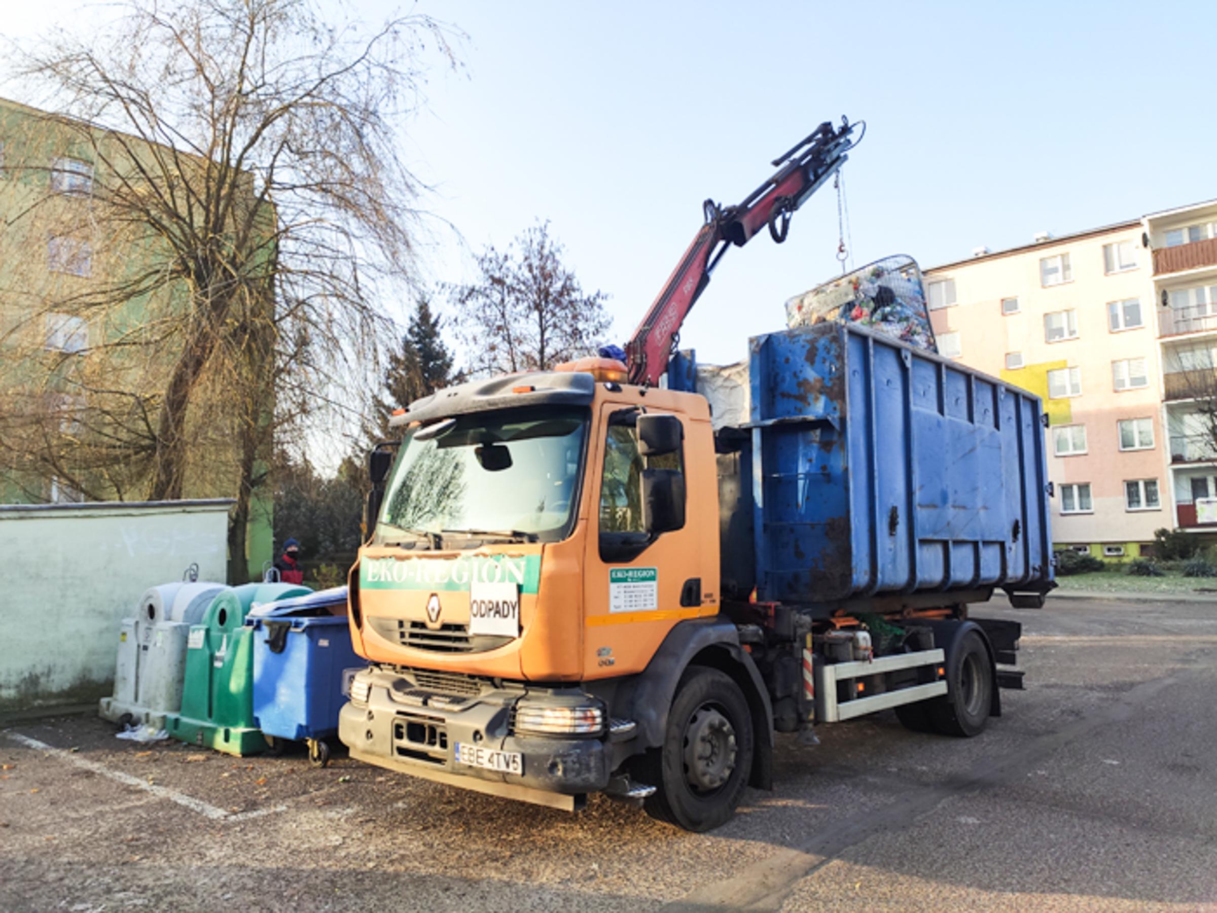 Klamka zapadła, śmieci w Bełchatowie zdrożeją. Którzy radni głosowali za podwyżką? - Zdjęcie główne