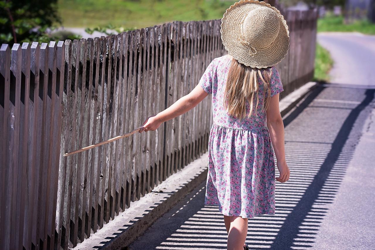 Espadryle i sukienka bawełniana – idealny look na wakacje? - Zdjęcie główne