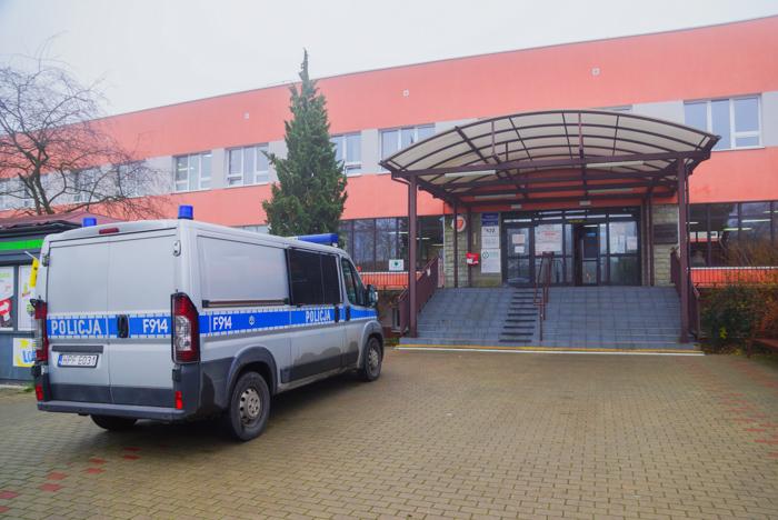 Zabarykadowali się w bełchatowskim szpitalu. Chcieli rozmawiać z policją - Zdjęcie główne