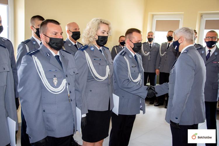 Święto policji w Bełchatowie. Awanse, medale i gratulacje od komendanta [FOTO] - Zdjęcie główne
