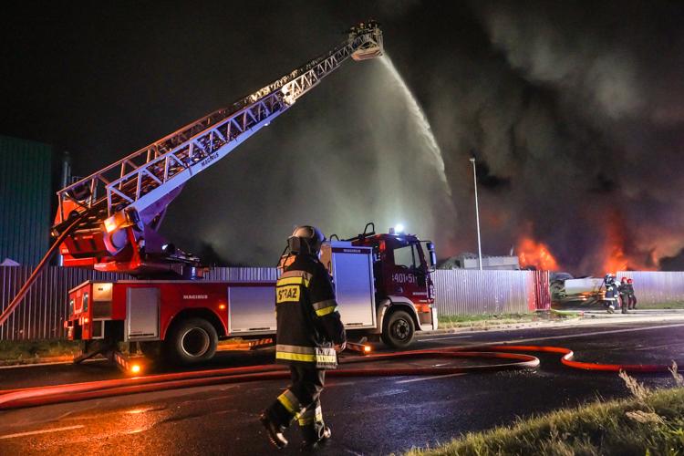 Prokuratorskie śledztwo w sprawie pożaru w Bogumiłowie. Czy ktoś celowo podłożył ogień? - Zdjęcie główne