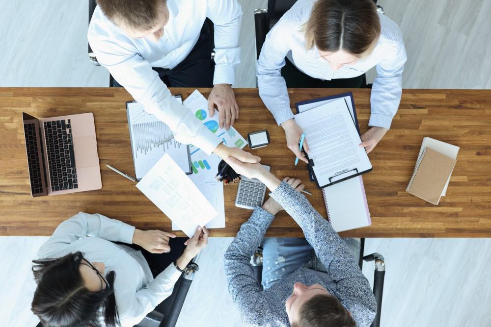 W jaki sposób agencje rekrutacyjne pomagają znaleźć pracę? - Zdjęcie główne