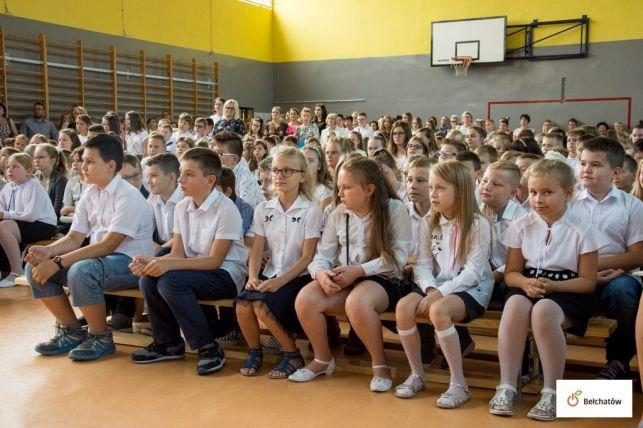 Pierwszy dzień szkoły! W korytarzach znów tłoczno [FOTO] - Zdjęcie główne