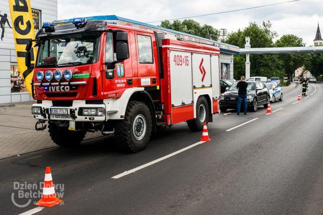 Wypadek w Grocholicach. Rower pękł na pół, kierowca w szpitalu [FOTO] - Zdjęcie główne