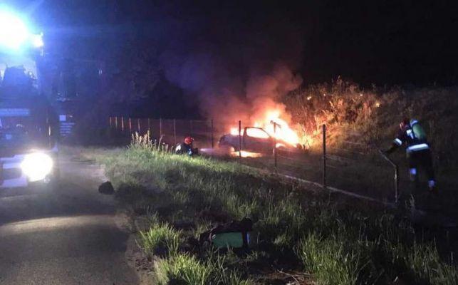 Tragiczny wypadek w Kąciku. Zginął 27-letni bełchatowianin, auto doszczętnie spłonęło - Zdjęcie główne