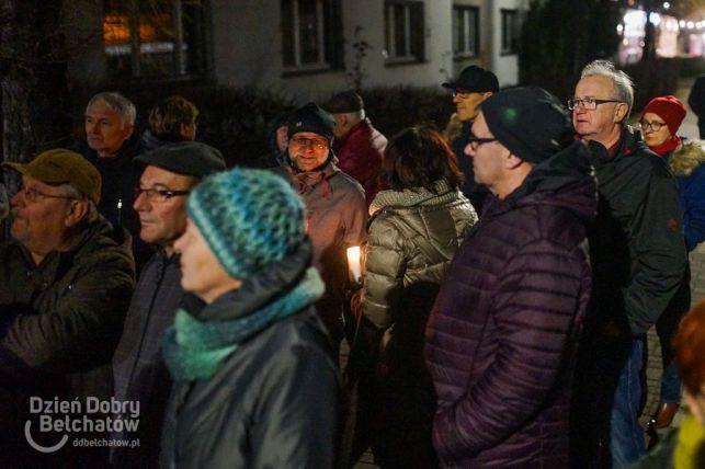 Blisko setka osób manifestowała przed sądem w Bełchatowie [FOTO/VIDEO] - Zdjęcie główne