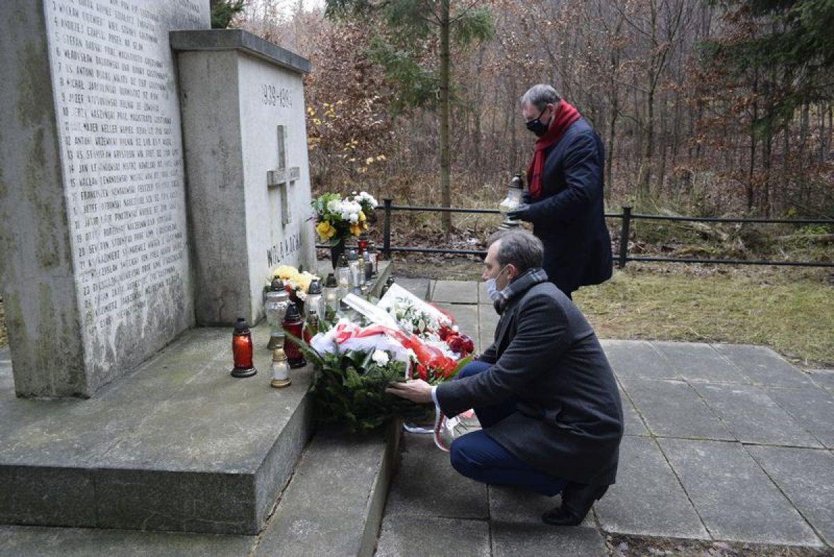 Obchody mimo pandemii: 81. rocznica rozstrzelania Mieszkańców Gostynina i Ziemi Gostynińskiej - Zdjęcie główne