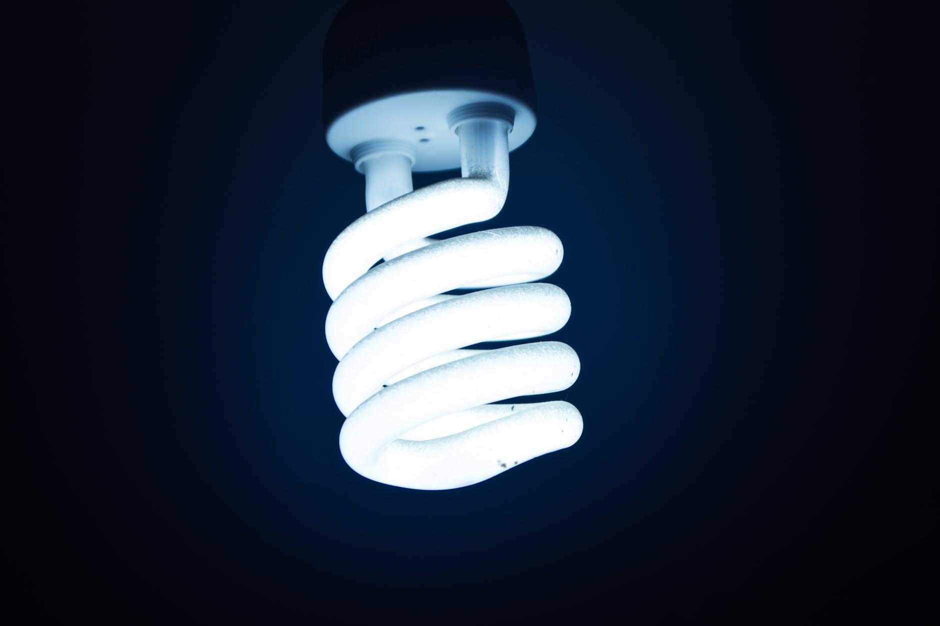 Poznaj najważniejsze korzyści wymiany przestarzałych żarówek na technologie LED!  - Zdjęcie główne