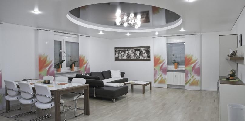 Kiedy plafony do salonu sprawdzą się lepiej, niż inne lampy? - Zdjęcie główne