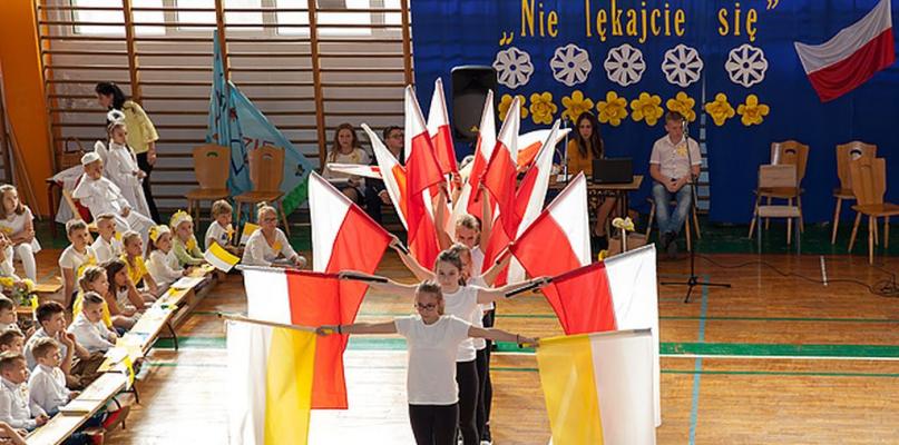 """[ZDJĘCIA] Obchody Dnia Papieskiego w """"Trójce"""" - Zdjęcie główne"""