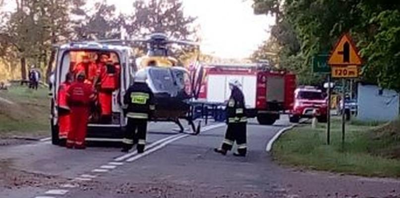 Śmiertelny wypadek! Samochód wbił się w drzewa, nie żyje kierowca - Zdjęcie główne