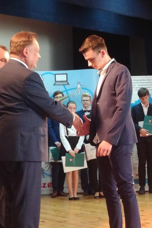 Uczniowie SP nr 3 nagrodzeni stypendium mazowieckim - Zdjęcie główne