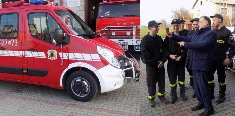 Strażacy z Białotarska otrzymali nowy wóz, a Struzik... zrobił sobie z nimi selfie - Zdjęcie główne