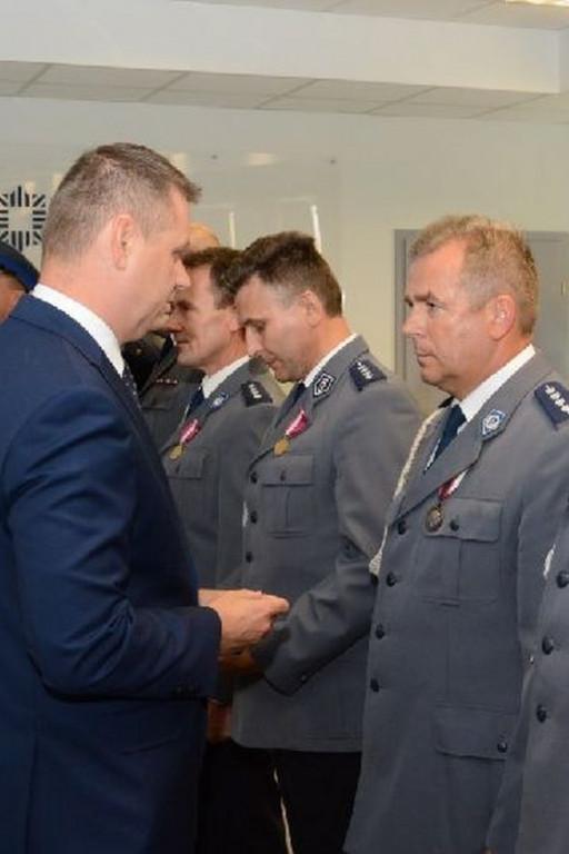 Złoty Medal za Długoletnią Służbę dla gostynińskiego policjanta - Zdjęcie główne