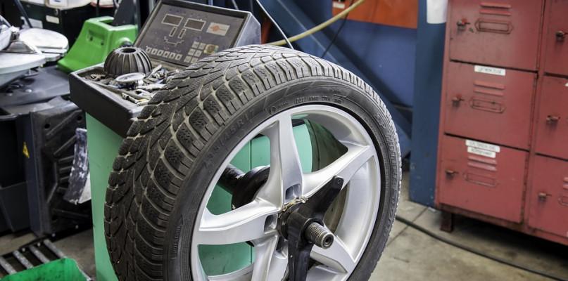 Jak szybko, wygodnie i tanio kupić dobre opony samochodowe? - Zdjęcie główne