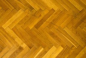 Jak skutecznie zadbać o drewniane podłogi w domu? - Zdjęcie główne