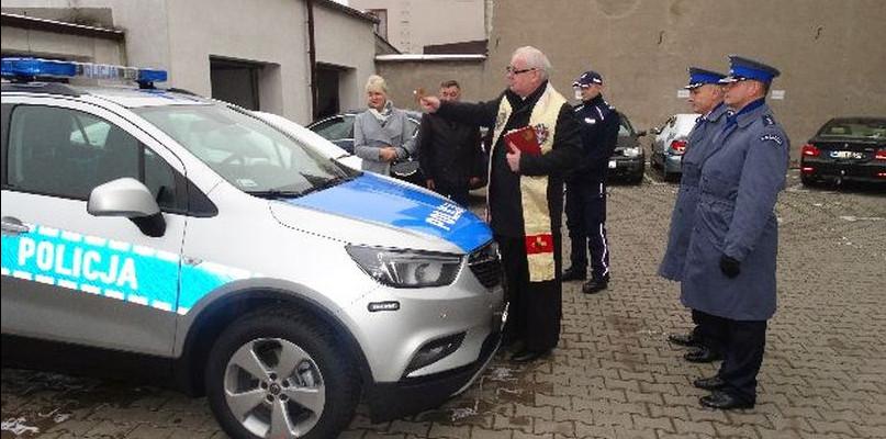 Świąteczny prezent dla gostynińskiej policji. Komenda dostała nowy radiowóz - Zdjęcie główne