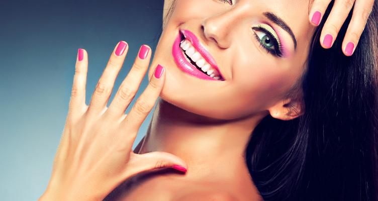 Sposób na smukłe dłonie – odpowiedni manicure - Zdjęcie główne