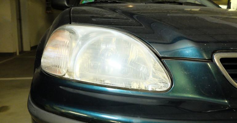 Policjanci skontrolowali oświetlenia aut - Zdjęcie główne