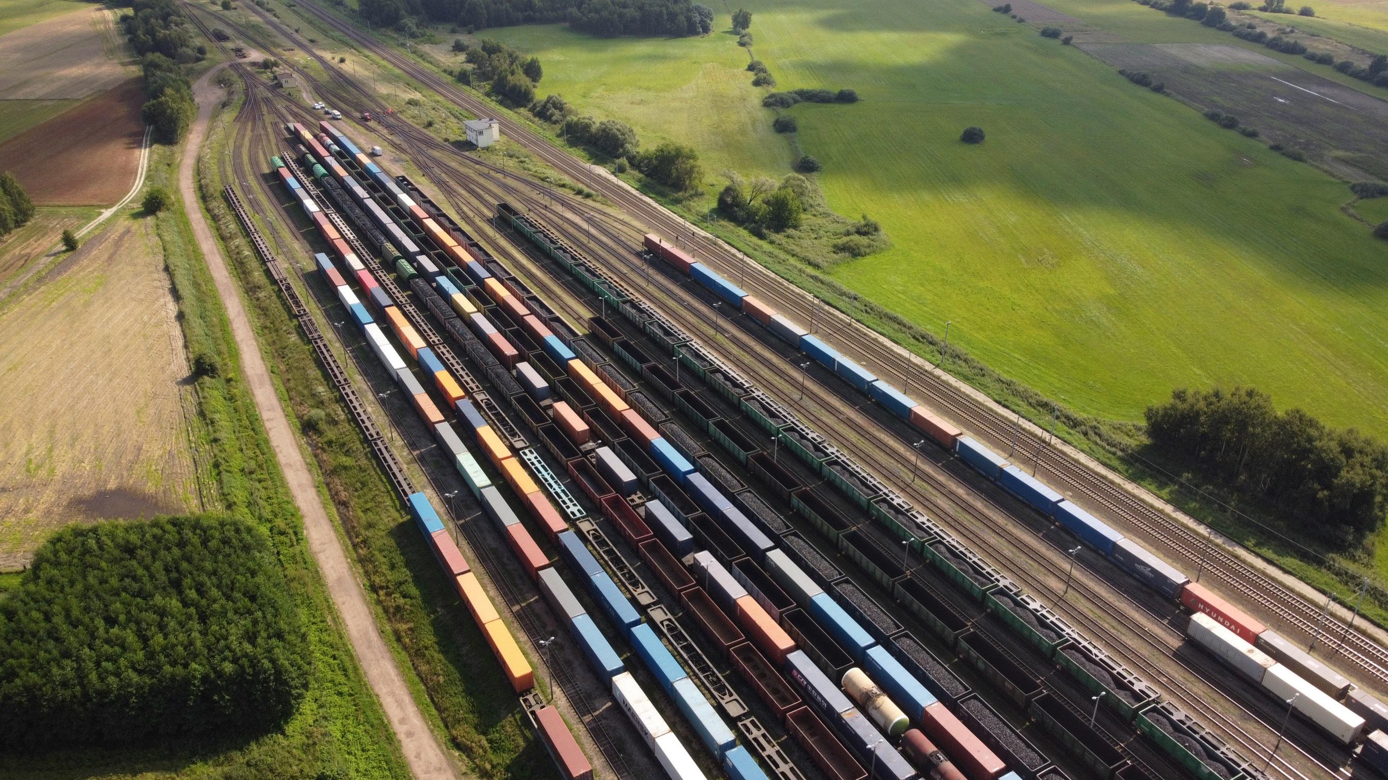 Warto postawić na transport towarów koleją. Planeta nam za to podziękuje - Zdjęcie główne