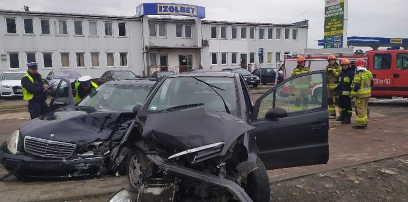 Wypadek na Krośniewickiej. Zderzyły się dwa mercedesy - Zdjęcie główne