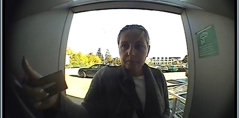 Płaciła kradzionymi kartami - poznajesz ją? Dzwoń na policję lub prokuraturę - Zdjęcie główne