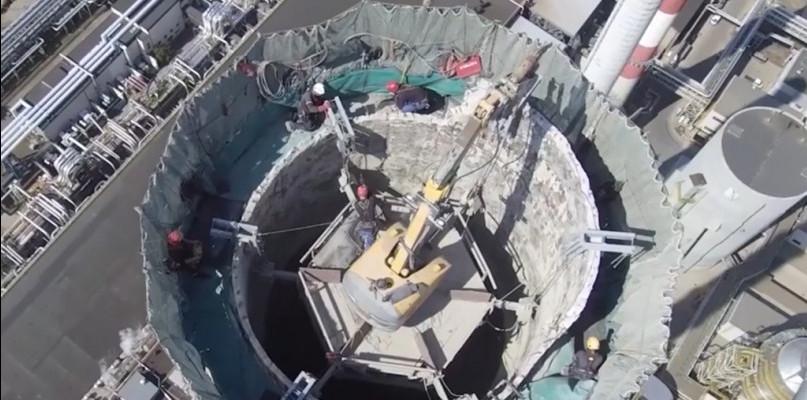 Rozbierają kominy na terenie Orlenu - Zdjęcie główne