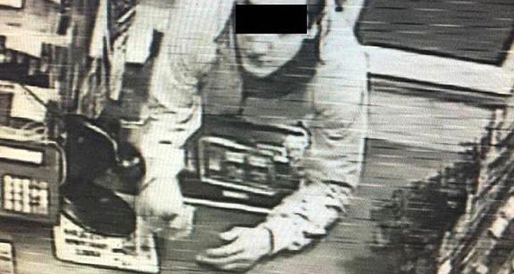 Napadł na sklep z nożem w ręku. Nagrały go kamery - Zdjęcie główne