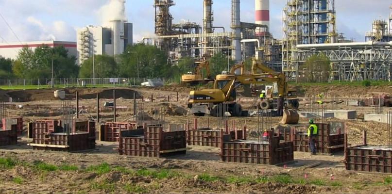 Trwa budowa instalacji visbreakingu na terenie kombinatu [WIDEO] - Zdjęcie główne